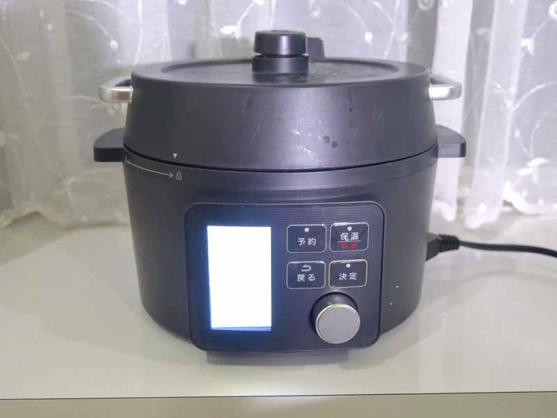 アイリスオーヤマの電気圧力鍋は、シックなデザイン