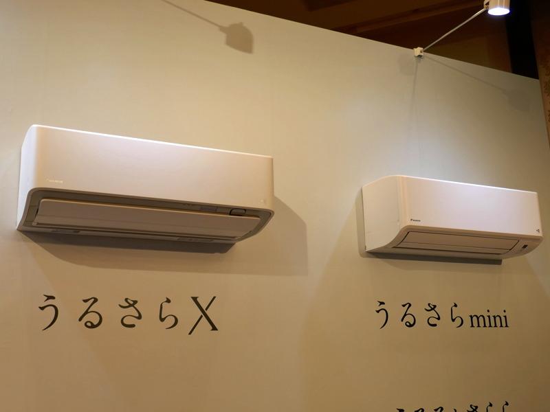 ダイキンのルームエアコン「うるさらX」(左)