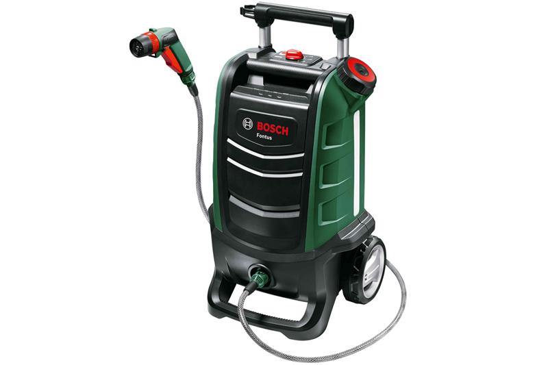 ボッシュのコードレス洗浄機「Fontus」。15リットルの水タンクおよび脱着式バッテリーを内蔵した洗浄機で、場所を問わず使えます。本体にはホースやスプレーガンなど付属品を格納する付属品収納ポケット付き。価格はバッテリーなどが付属するフルセット品が65,000円(税抜)、本体のみが56,000円(税抜)