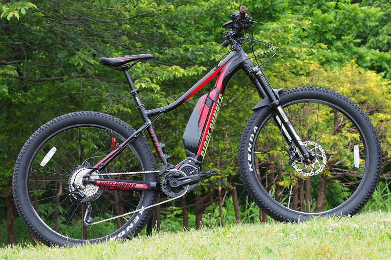 """筆者の愛車、MTBタイプのe-bike<a href=""""http://www.miyatabike.com/miyata/lineup/e-bike.html#ridge_runner"""" class=""""n"""" target=""""_blank"""">ミヤタ「RIDGE-RUNNER」</a>です。山道を走るのが得意なe-bikeですが、オールマイティなe-bikeとしていろいろな場所を走っています"""