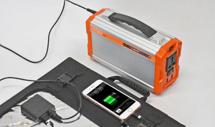 ポータブル電源とスマートフォンの同時充電も可能