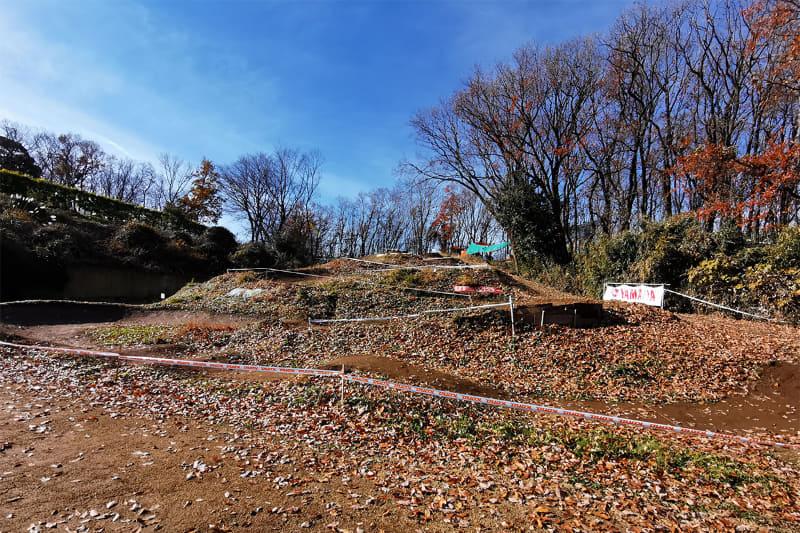 都内唯一のMTBパーク「Smile Bike Park」は、東京都稲城市の丘陵を開拓したダートコース。走りやすく整備されたダートロードを安全に楽しむことができます