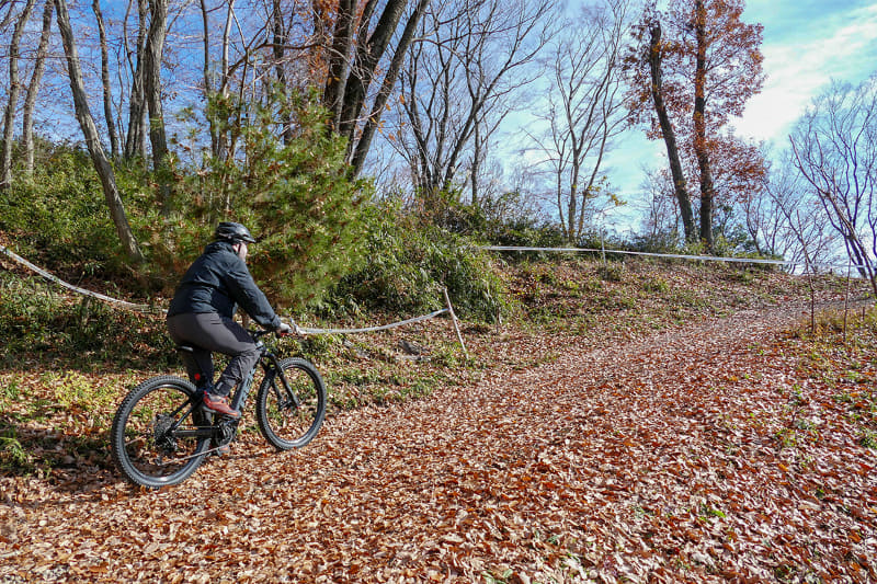 練習後は「Rail 9.7」でSmile Bike Park内を自由に走行。MTBパークなので、上り坂は基本的に激坂ばかりです