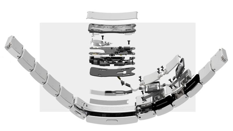 バンド部分にはスマートウォッチ機能を内蔵させた「wena wrist pro」を採用