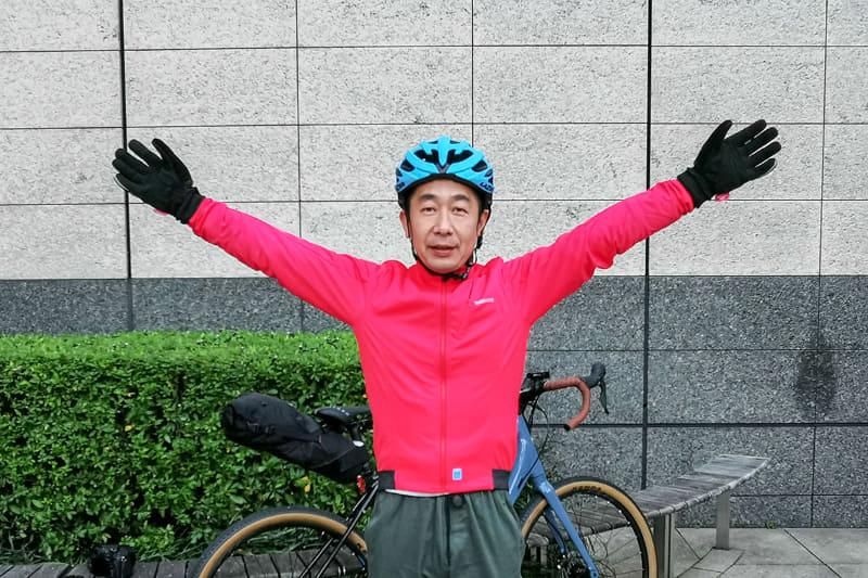 "<a href=""https://bike.shimano.com/ja-JP/product/apparel-accessories/shimano-series-lsg-2019/CW-JAPW-SS22M.html"" class=""n"" target=""_blank"">シマノ製ウインドジャケット</a>を着用。防風加工で風をシャットアウトして、体温もずっと維持してくれる感じ。汗もかかず快適"