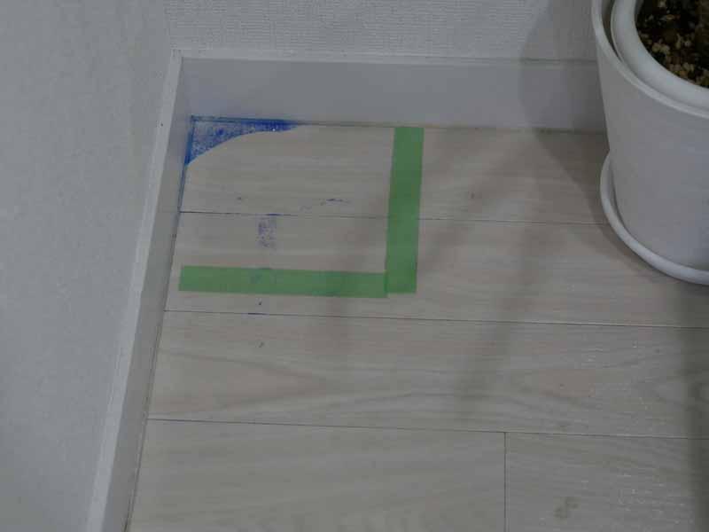 (2)植木鉢が邪魔する部屋の隅。s9+