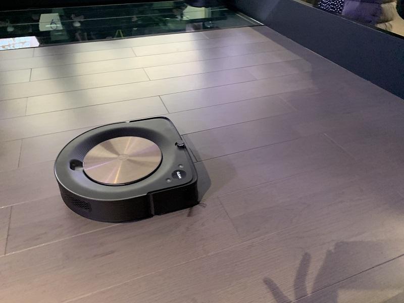 カーペットでもフローリングでも、床に合わせて柔軟に対応する