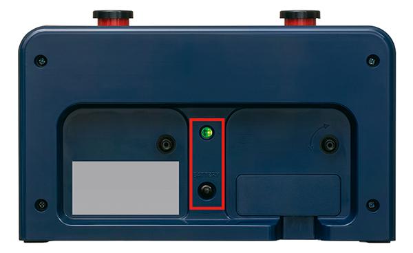 本体裏面の電池残量表示は、LEDの点灯色で交換時期を知らせる仕様に変更された