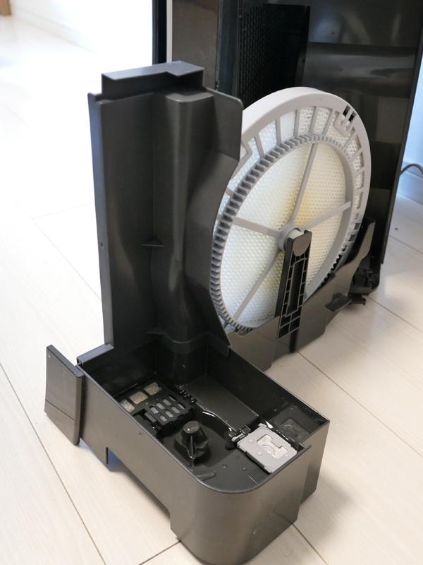 加湿空気清浄機のトレイと加湿フィルター