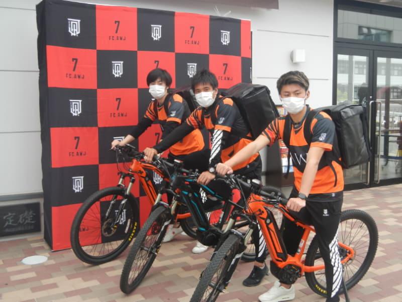 パナソニックのe-bike「XM1」「XM2」に乗るFC淡路島の選手たち