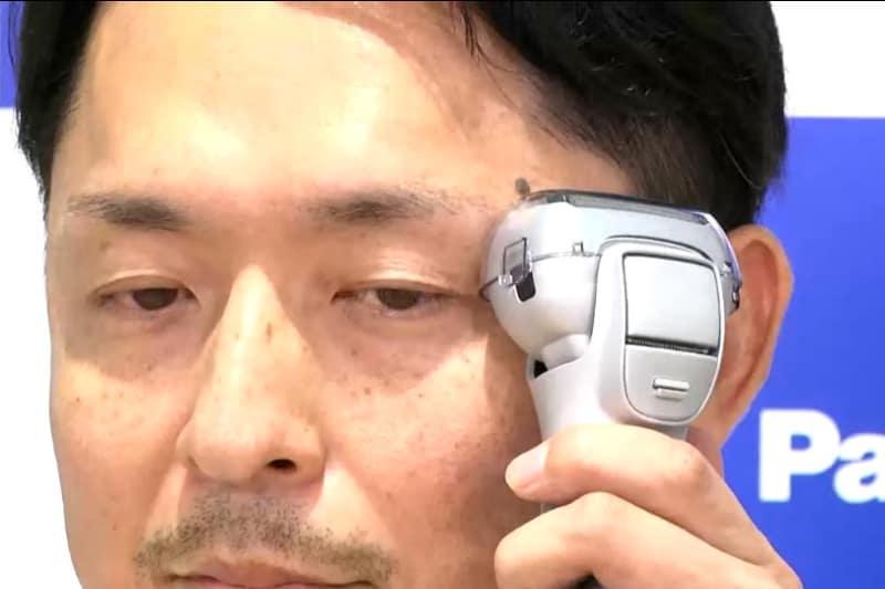 イオンケアモード時はプレート部を肌にあてる。使用感はほんのり温かい