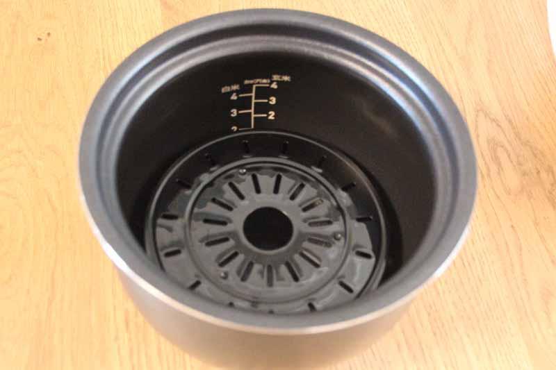 蒸すモードは、付属の蒸し台を使用