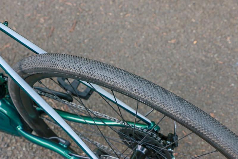タイヤを細身のスリックタイプに変えたら、24km/hを超えてからの伸びもかなり変わりそう。できれば一度試してみたいところ