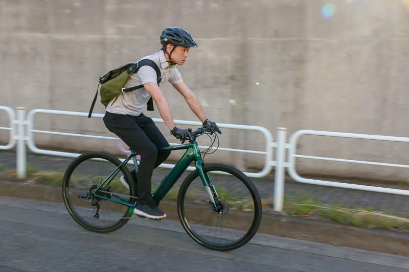 適度な前傾姿勢とハンドル幅がコントロールしやすい。積極的にペダルを踏みたくなります