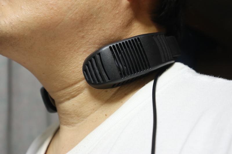 首の脈打つ部分の当たるようにネッククーラーをかけると、体全体が冷え始める