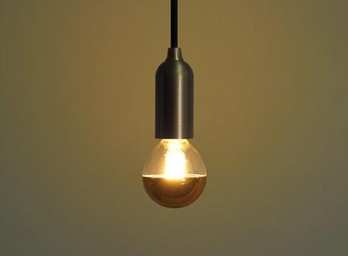 光源が目に入りにくく、間接照明として使用可能
