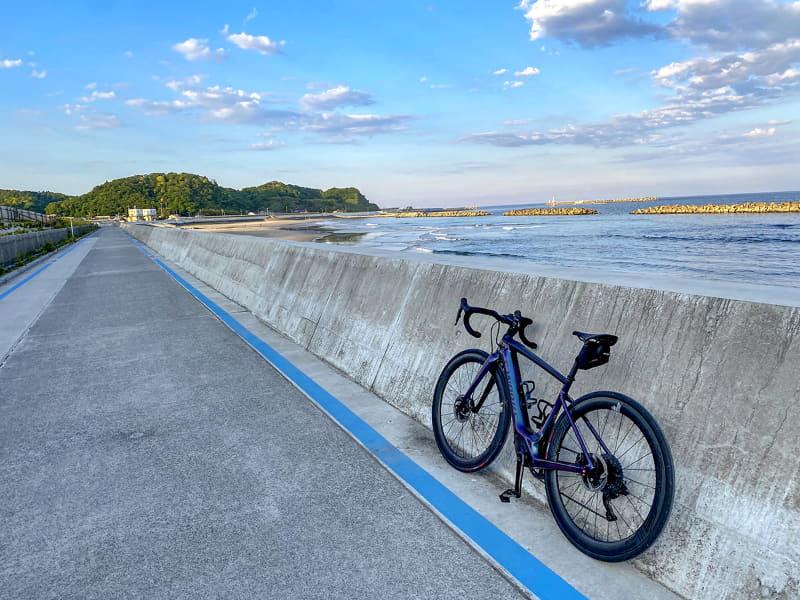 ロードバイクらしくしっかり走るので、人力のスポーツバイクを知り尽くしている人でも、平坦路でのサイクリングでそこそこに楽しめるのがクレオ SLの魅力。これは今までのe-bikeにはなかった新しい経験