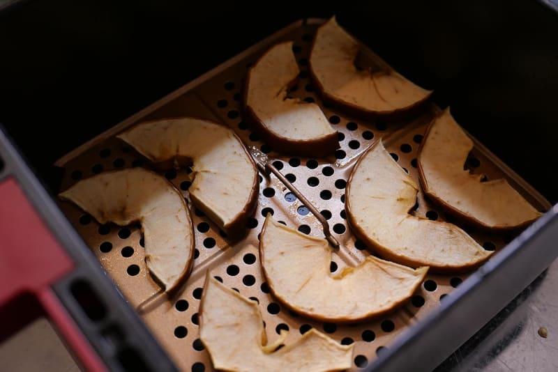 リンゴを5mmぐらいの薄切りにして 100℃で60分。セミドライにした。アップルパイのちょっと手前といった食感が楽しい
