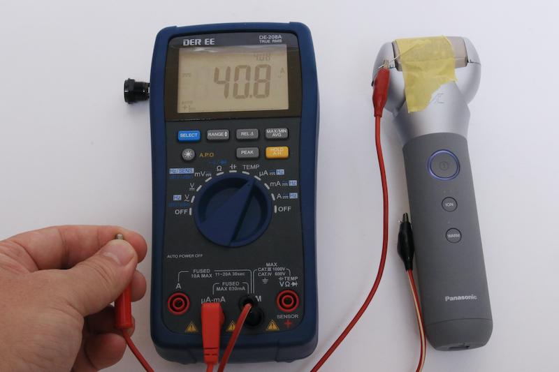 顔と手の間に流れる電流は41μA。こちらも感電している感じはまったくなし。なおプレートとグリップがショートすると、自動的にOFFになる安全機構を備えているようだ