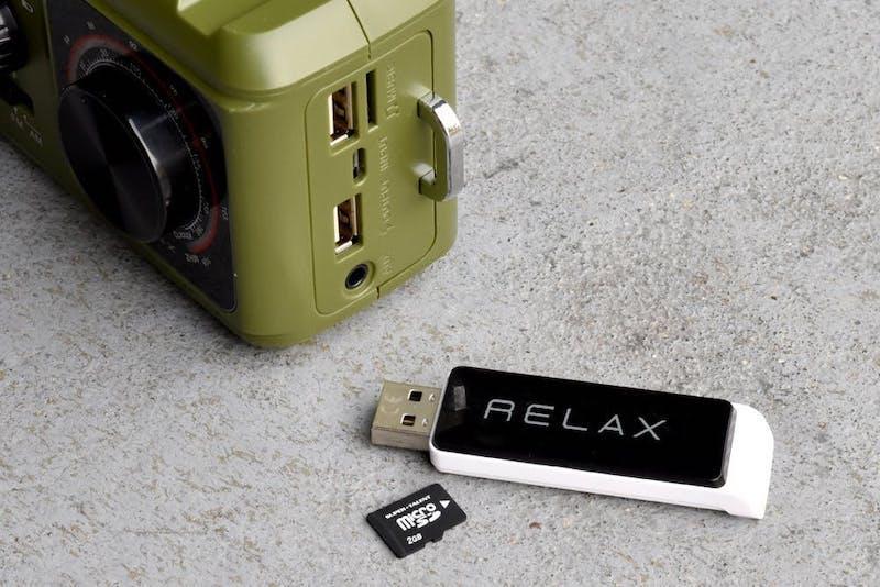 microSDメモリーカード、USBメモリーからの音楽再生が可能