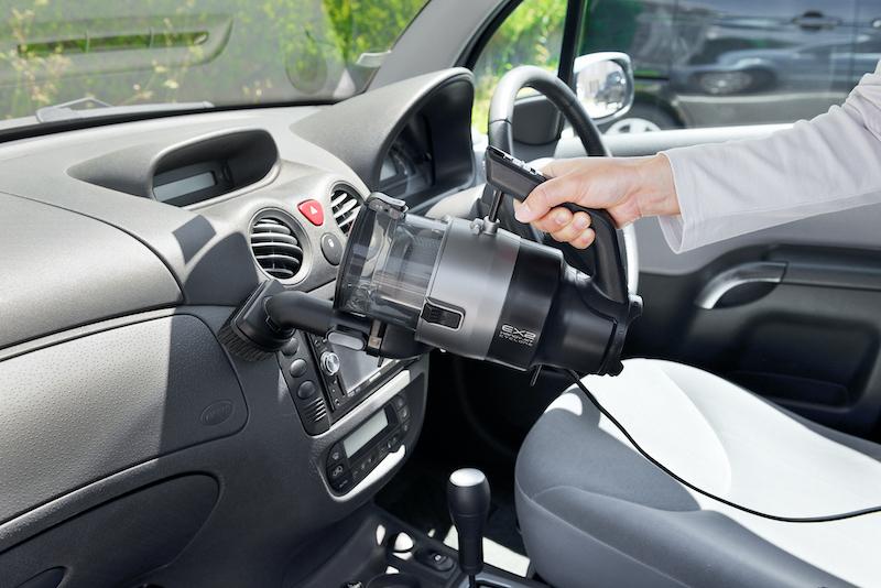 約6mの電源コードを搭載し、室内だけでなく、自動車内やガレージなどでも使える