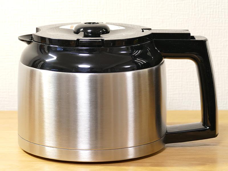 真空二重構造ステンレスポットで、コーヒーを煮詰めずに適温をキープ