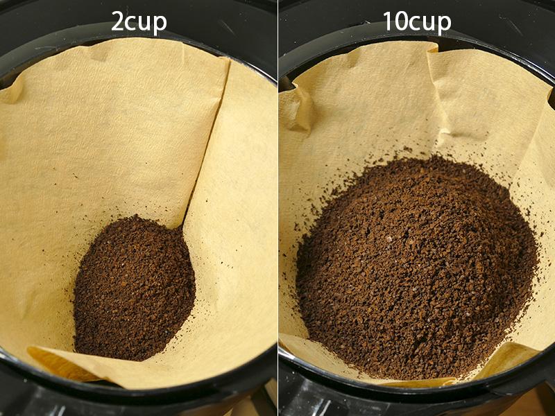 挽かれた豆の様子。挽いた豆が直接ペーパーフィルターに入り、周囲を一切汚さない