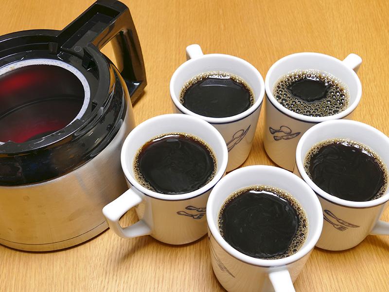 10杯淹れて、185mlのマグカップなら5杯飲んでもまだポットに残る