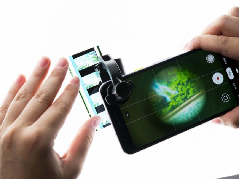 スマホのカメラアプリを起動後、付録の対物レンズを対象物に近づけて使用する
