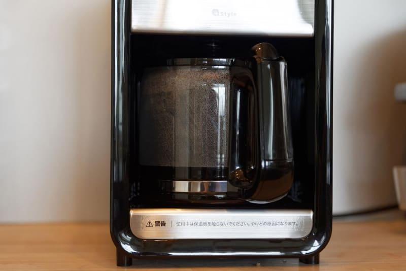 ドリップされ、徐々にサーバーにたまっていくコーヒー