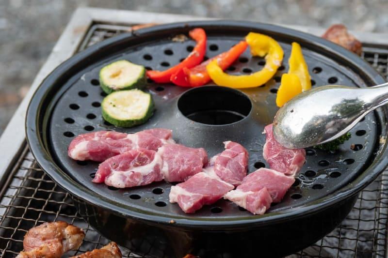 水受け鍋に少量の水を入れてスチームプレートをセットすれば蒸し焼きに
