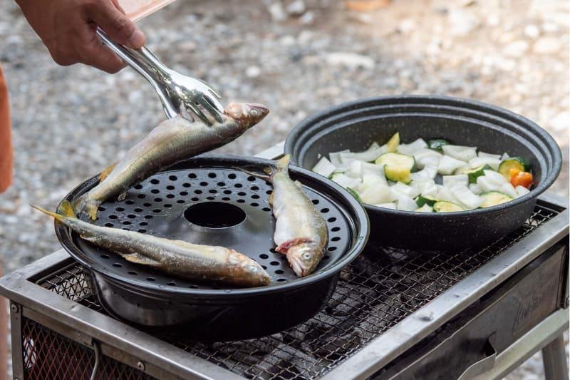 ボイル用鍋にスチームプレートを装着しフタを被せればヘルシーな蒸し料理も