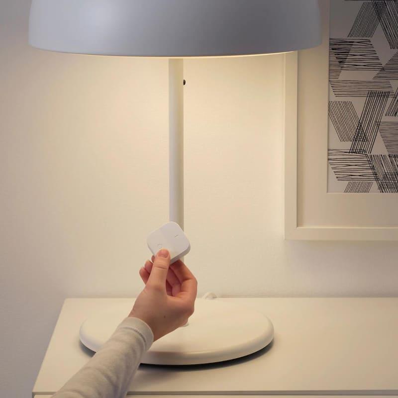 ワイヤレス調光器は、照明器具から最大10mの範囲で操作可能