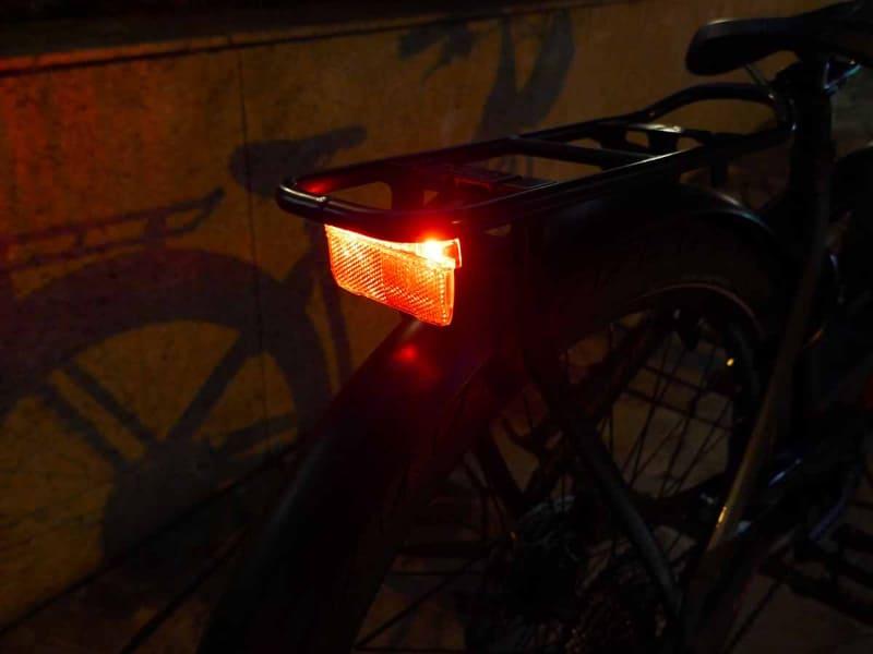 かなり明るいので夜道も安心です