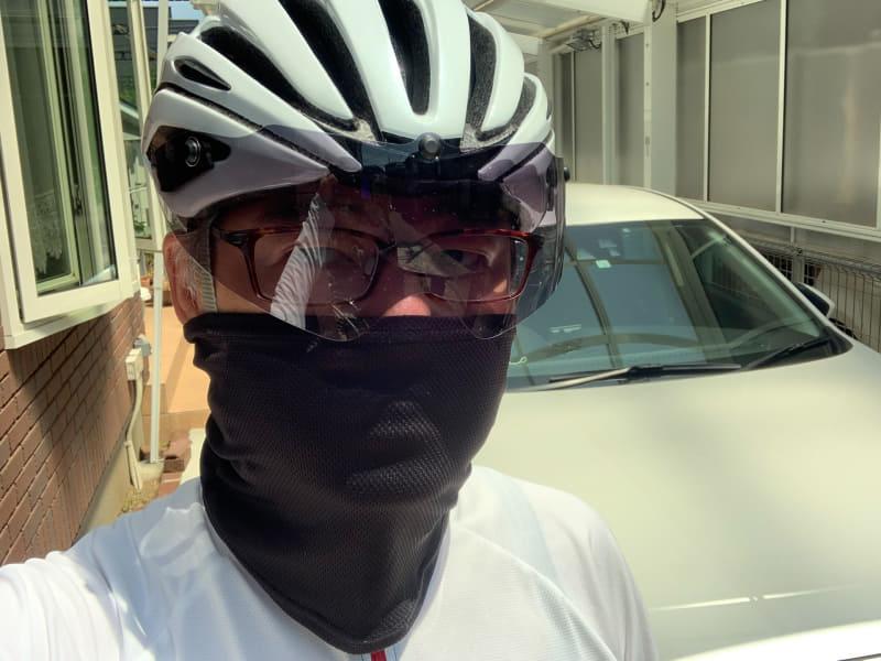 今はネックゲイターを使用。マスクではないので飛沫を抑える程度の効果しか期待できませんが、首の部分まで覆うので、日焼け防止にもなります。暑いときは鼻だけ出してみたり