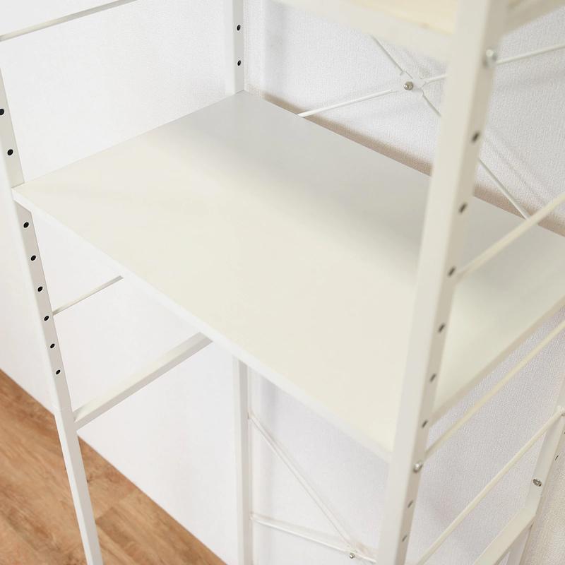 3枚の棚板は、18段階で調節可能