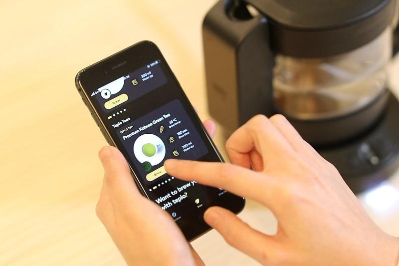 専用アプリでお茶の種類を選択
