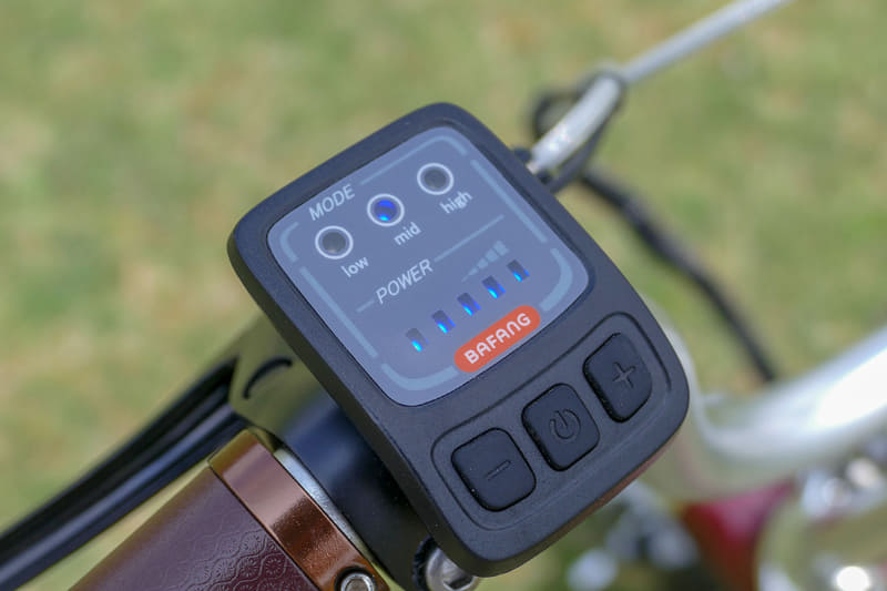 左ハンドルに操作スイッチ。アシストモードは「low」「mid」「high」の3段階