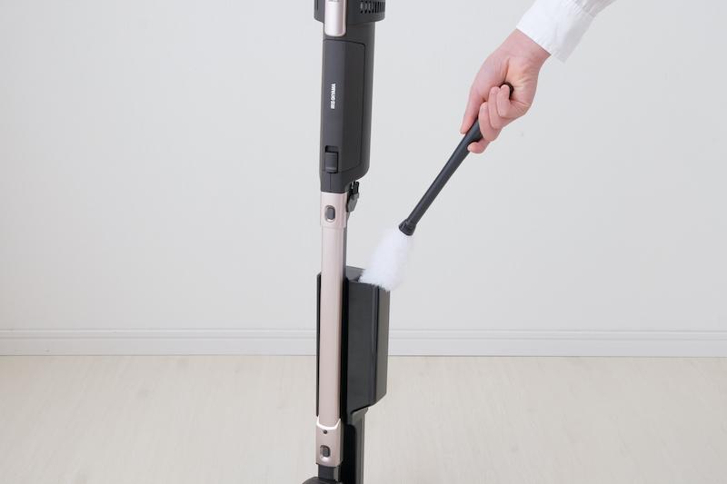 掃除機に装着しているモップ帯電ケースで静電気を発生