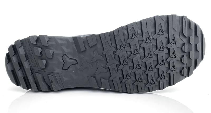 シューズの靴底。グリップ力が高そうなパターンです