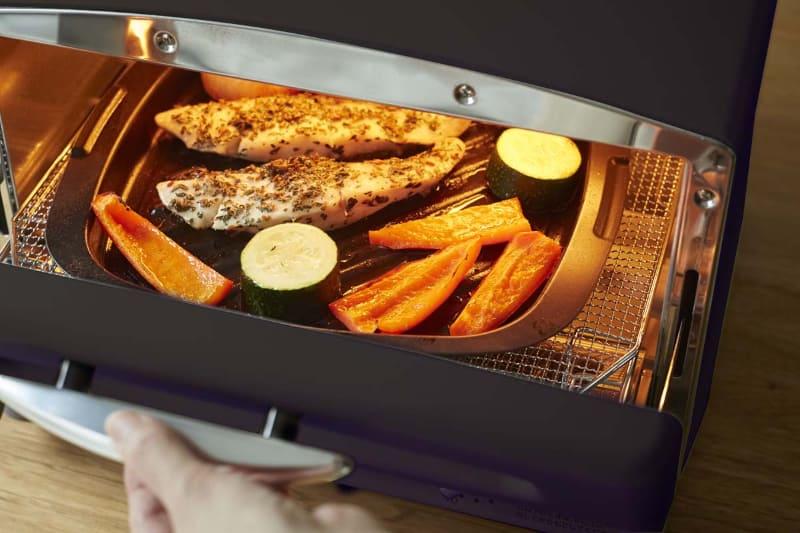 グリル&トースターは、付属容器で多彩な調理ができる