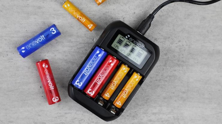 単三形と単四形の充電池を充電できる