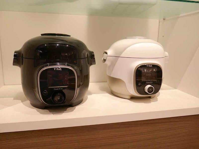 ティファールの電気圧力鍋「クックフォーミー 3L」。カラーはブラックとホワイトの2色