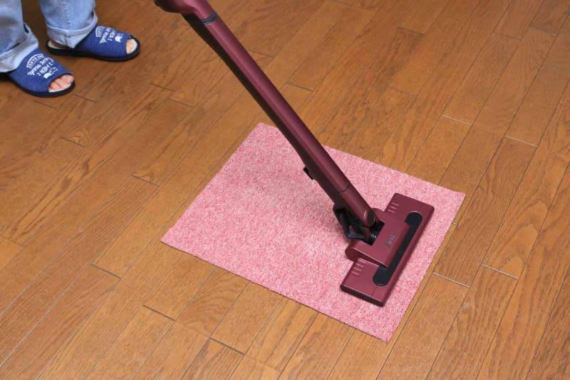 回転ブラシを持っていないと、じゅうたんの奥に入ってしまったゴミを取り除くのは難しい