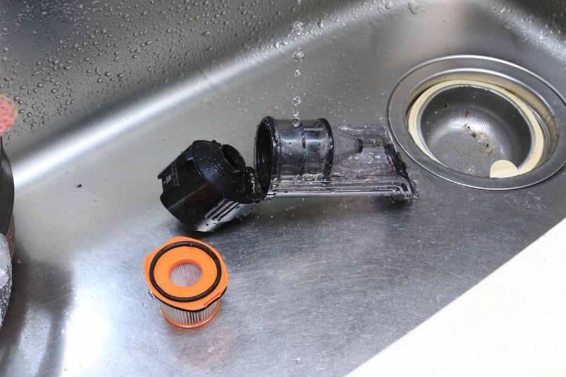 オレンジ色のものがフィルター。こちらも水洗いOK