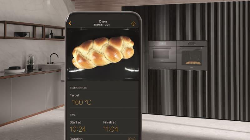 オーブン H 7860 BPは庫内カメラを搭載。遠隔で調理状況を確認できる