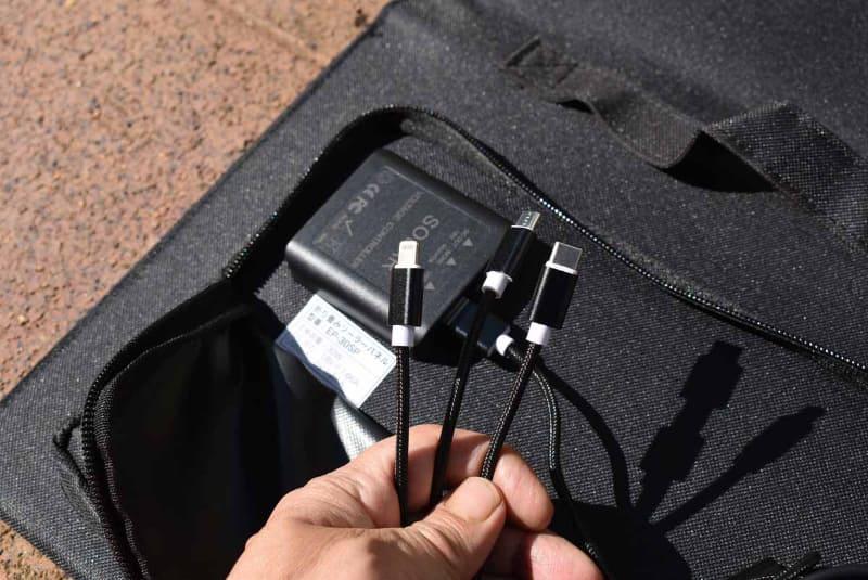 USB端子に付属のケーブルを接続