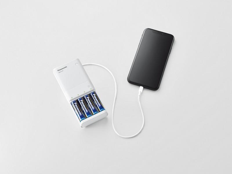 充電池を使用して、スマートフォンへの充電も可能