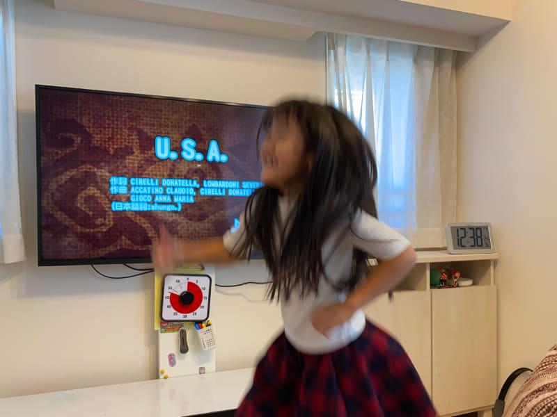 U.S.Aのイントロで踊り狂う人なども観察可能です