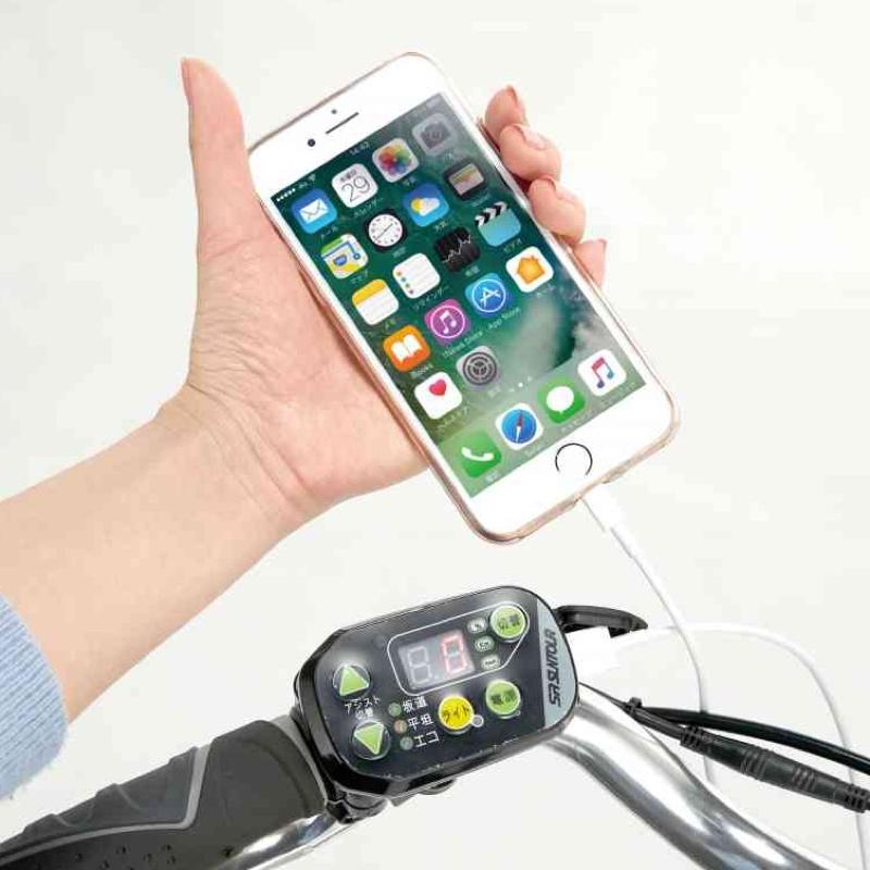 USBポートを搭載し、スマートフォンの充電も可能(コードは別売)